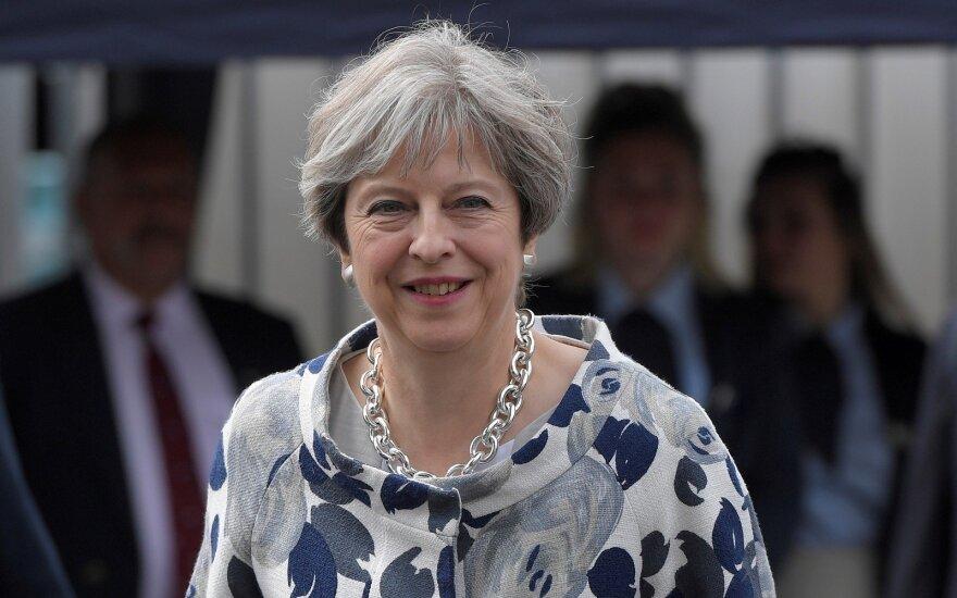 D. Britanijos premjerė paprašė varžovų pagalbos