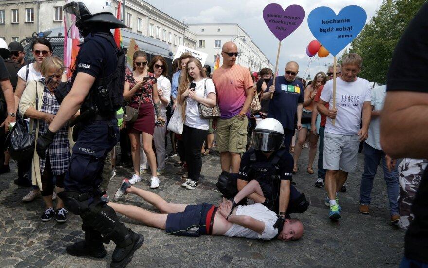 Dėl riaušių per LGBT paradą Lenkijoje sulaikyta daugiau nei 20 žmonių
