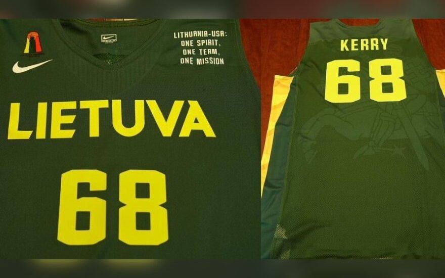 Johnas Kerry gavo Lietuvos krepšinio rinktinės marškinėlius