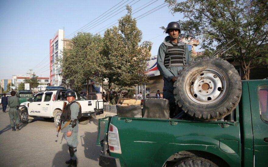 Prie Kabulo rinkimų apylinkės susisprogdinus savižudžiui, žuvo mažiausiai 15 žmonių
