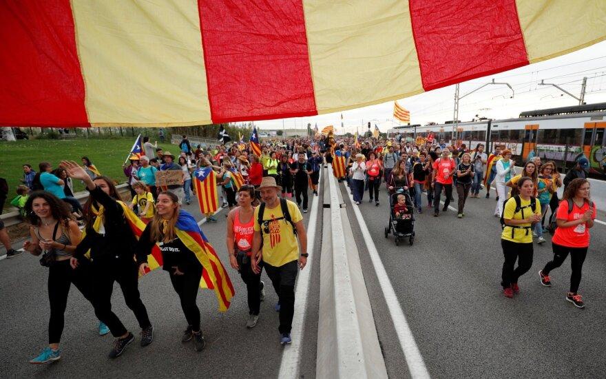Katalonijoje vyksta visuotinis streikas, žygeiviams artėjant prie Barselonos