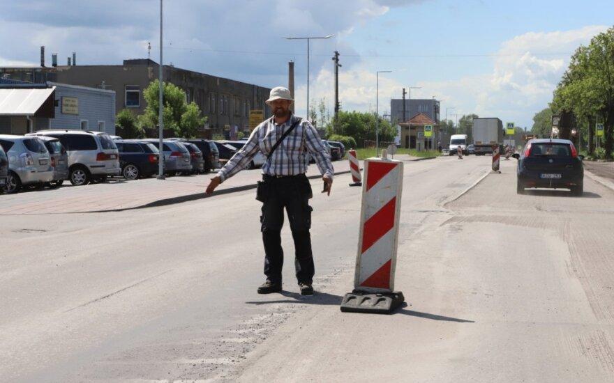 Remontuojama gatvė Panevėžyje susuko galvas: klysta ir besimokantieji, ir patyrę vairuotojai