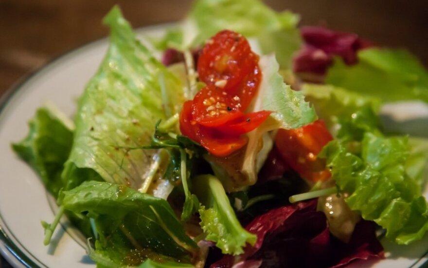 Grikių ir rūkytos vištienos salotos