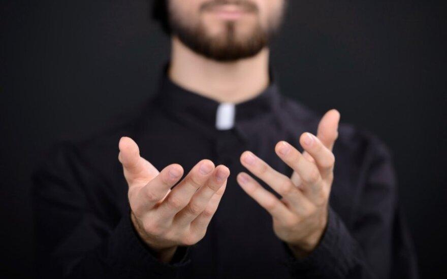 Lenkijos vyskupai atsiprašė už kunigų lytinę prievartą prieš vaikus