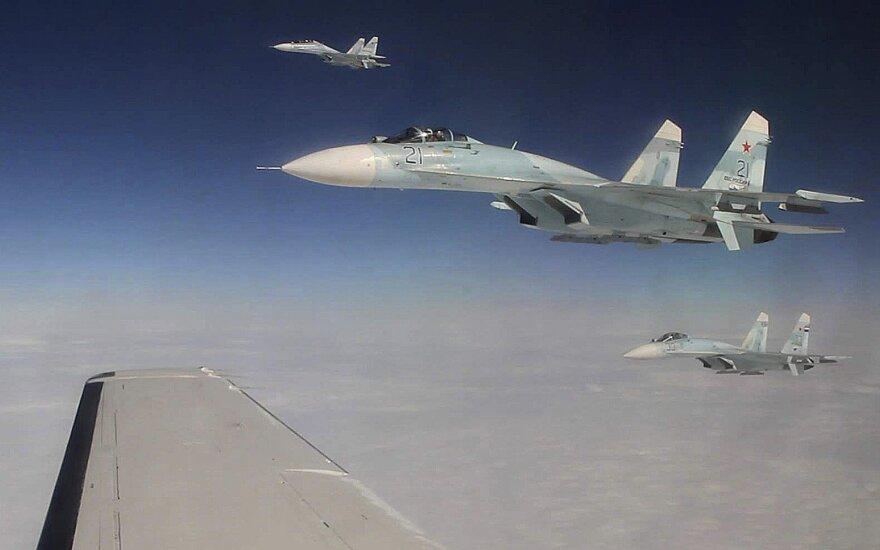 """Pentagonas: Rusijos naikintuvas """"nesaugiu"""" būdu perėmė JAV oro pajėgų lėktuvą"""