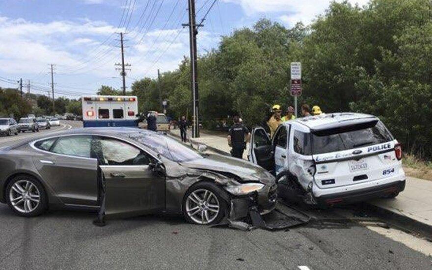 """""""Tesla"""" avarija JAV"""
