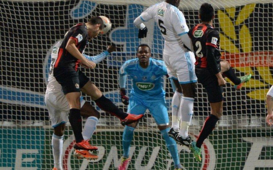 """""""Marseille"""" futbolininkai (balti marškinėliai) iškrito iš Prancūzijos taurės turnyro"""