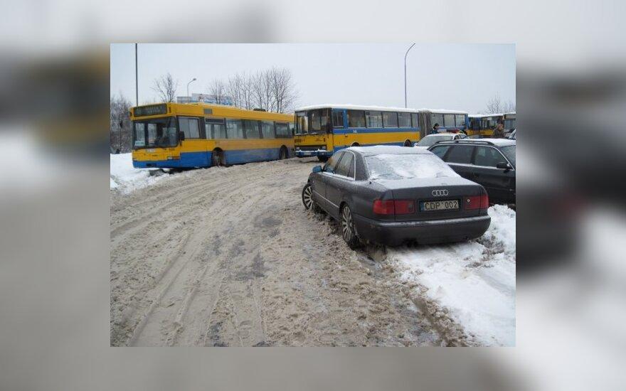 Neleistinoje vietoje stovintis automobilis