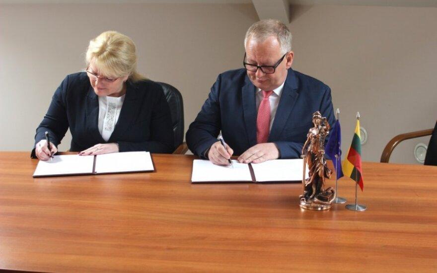 Teisėjų tarybos pirmininkas Egidijus Laužikas ir Socialinės apsaugos ir darbo ministrė Algimanta Pabedinskienė