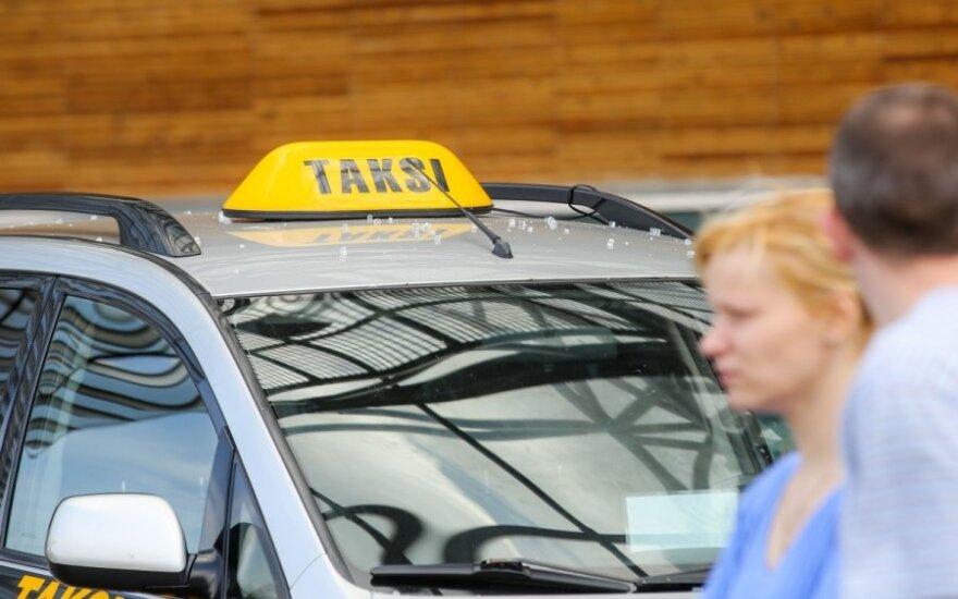 Skaitytojo skundas išvertė iš lovos taksi įmonės vadovą