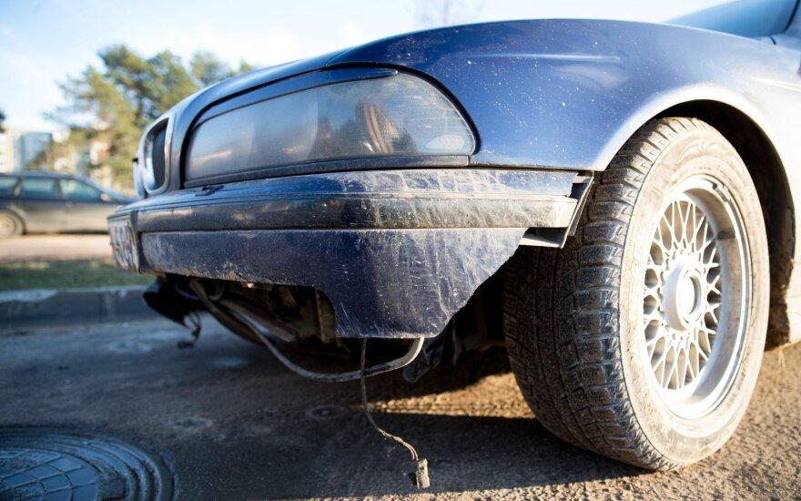 Kokius automobilius siūlys apmokestinti: labiausiai smogtų seniems ir galingiems