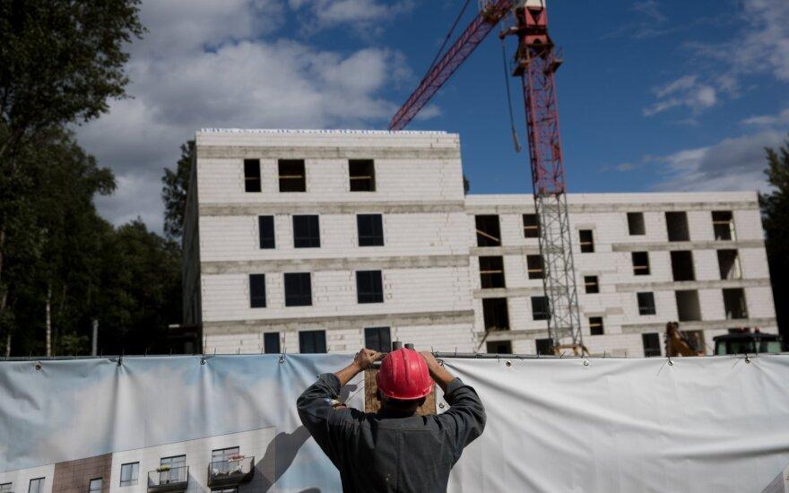 """Šių darbuotojų trūks kritiškai: siūlo po 2000 eurų """"į rankas"""", bet norinčiųjų sparčiai mažėja"""