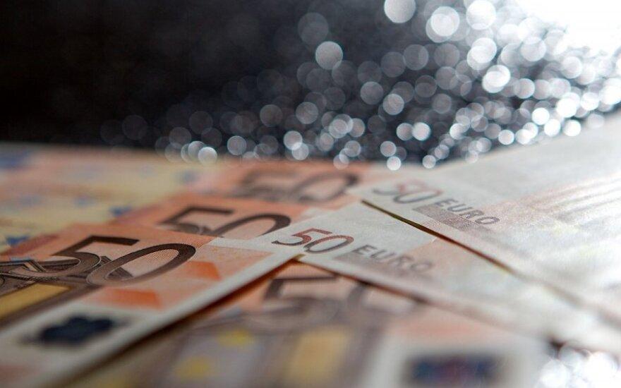 Kelia klausimą, iš kur plūstelėjo netikri eurai
