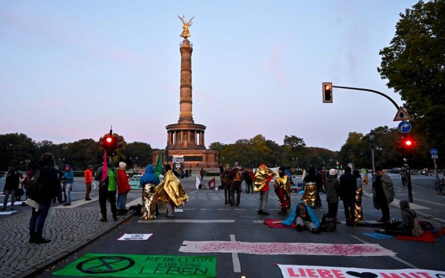 Klimato aktyvistai blokavo svarbią sankryžą Berlyne