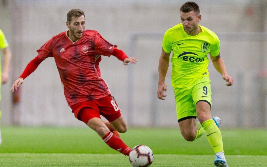"""Donatas Kazlauskas (dešinėje, FK """"Riteriai"""")"""