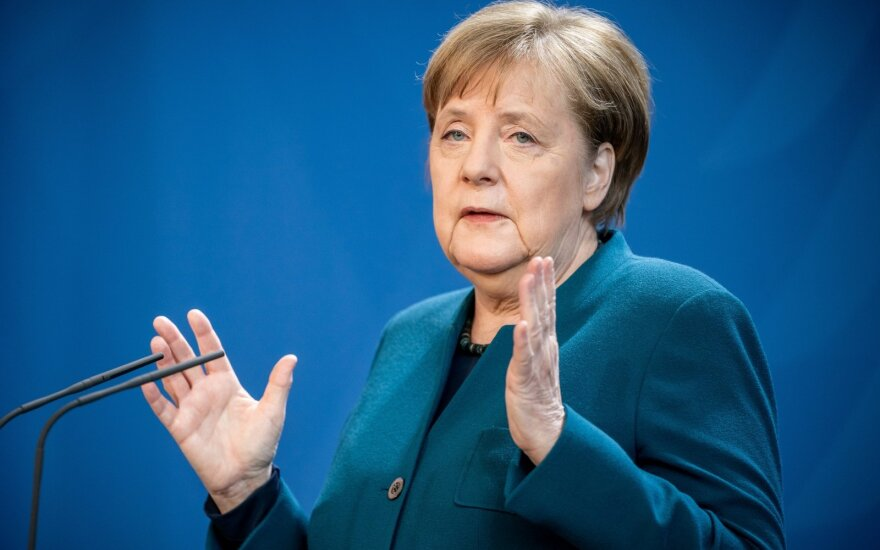 Karantine atsidūrė Angela Merkel: koronavirusas nustatytas ją vakcinavusiam gydytojui