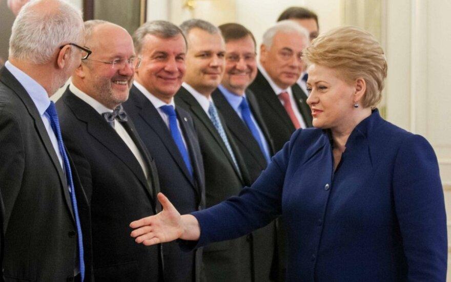 """Politologas: priežastis, kodėl D. Grybauskaitė mojuoja """"juoduoju sąrašu"""""""
