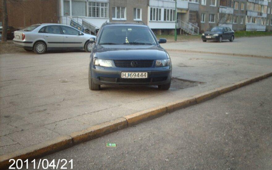 Klaipėdoje, Taikos pr. 99. 2011-04-21