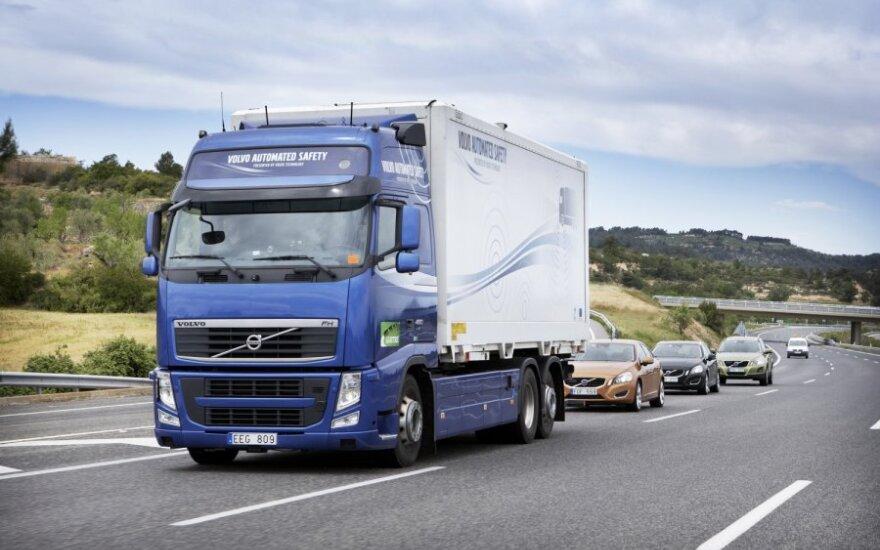"""""""Volvo"""" mažina krovininių automobilių gamybą dėl sumažėjusios paklausos JAV"""