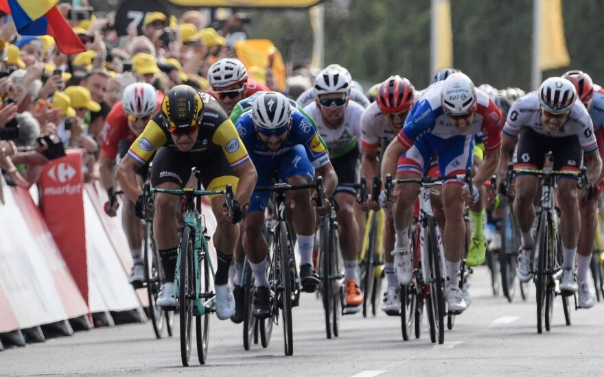 """Dylanas Groenewegenas """"Tour de France"""" lenktynėse šventė antrąją pergalę iš eilės"""