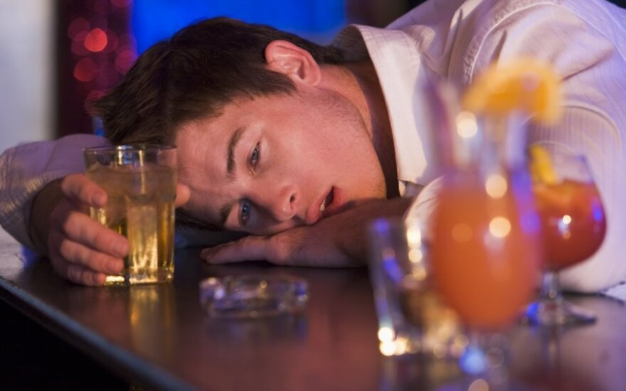Anoniminiai alkoholikai sulaukia vis daugiau jaunų žmonių