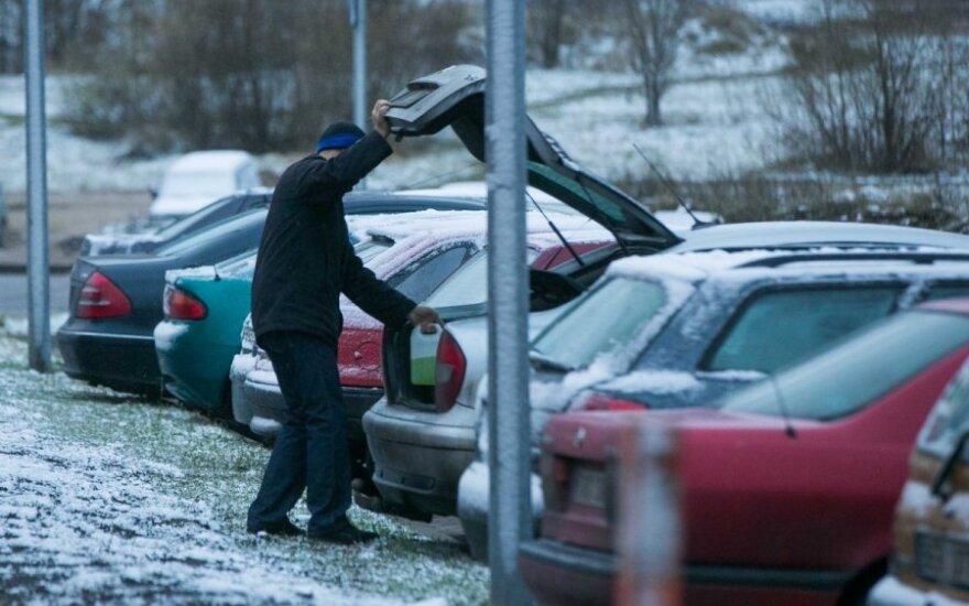 Atkreipė dėmesį į tai, ką pilate į automobilio langų skysčio talpą – kai kas kenkia sveikatai
