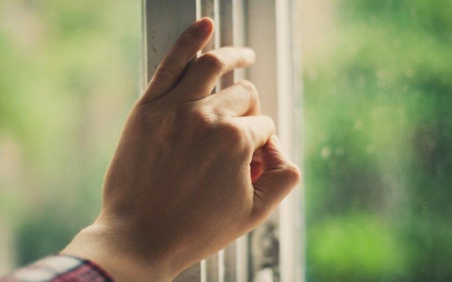 Per karščius langų atidarinėti nepatariama