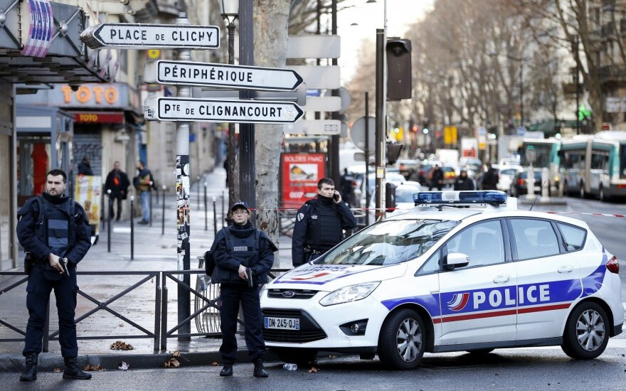 Prancūzijoje išteisintas vienas įtariamųjų dėl 2015-ųjų išpuolių Paryžiuje