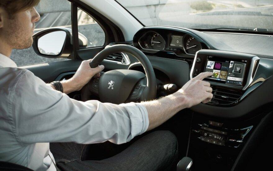 Peugeot 208, vairuotojas