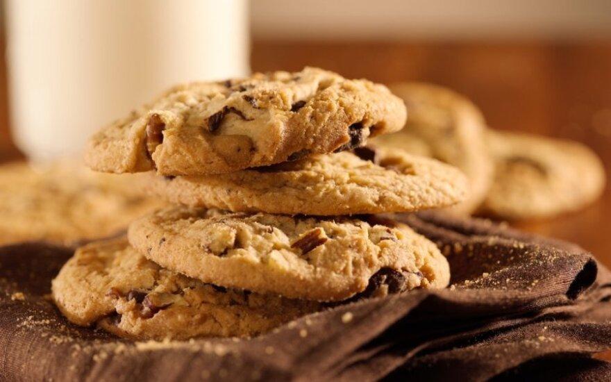 Riešutiniai sausainiai su šokolado gabaliukais