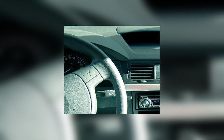 Neblaivus vairavęs ir avarijų padaręs Palangos policijos ūkvedys atsiperka piniginėmis baudomis
