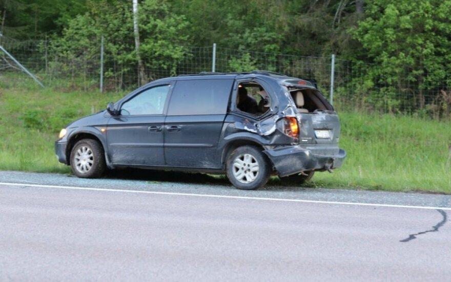 Pakeliui į namus sudaužė naujai pirktą automobilį