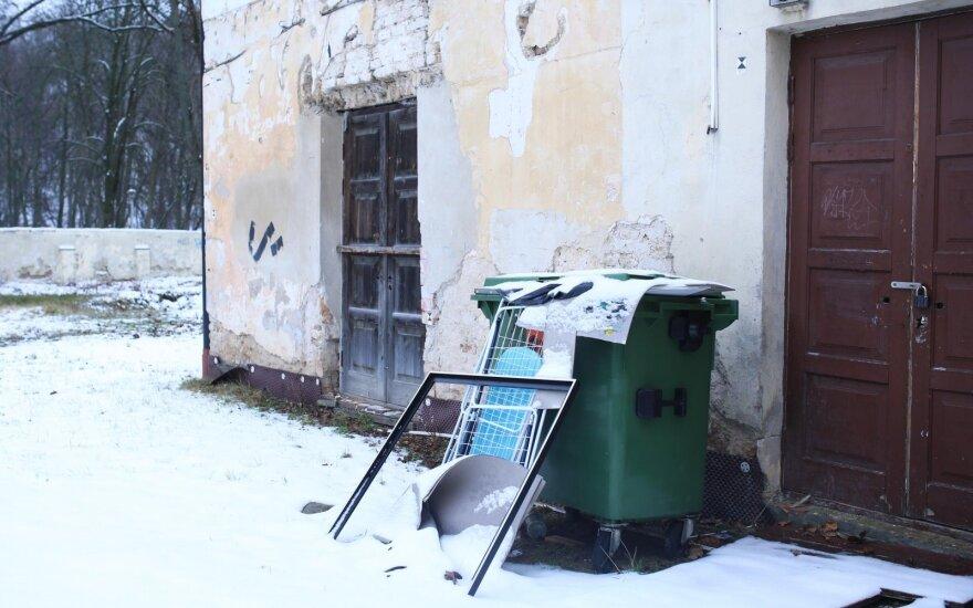 Stambių gabaritų atliekas bet kur palikti mėgstantys gyventojai turėtų suklusti – gresia baudos
