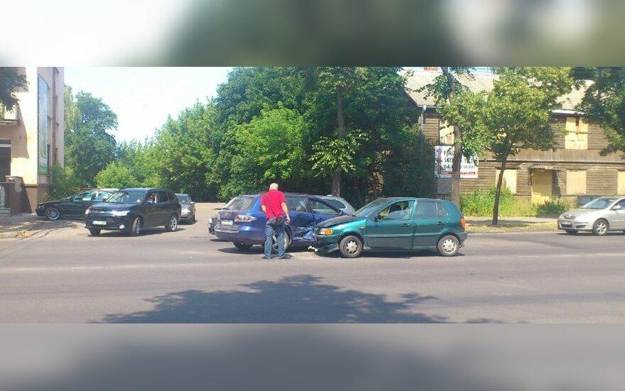 Kaune per pietus susidūrė du automobiliai