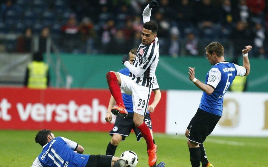 """Frankfurto """"Eintracht"""" (dryžuota apranga) ir Bylefeldo """"Arminia"""" susitikimas"""