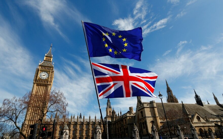 """Nežinoma teritorija: kas atsitiks, jeigu britų parlamentas nepritars """"Brexit"""" susitarimui?"""