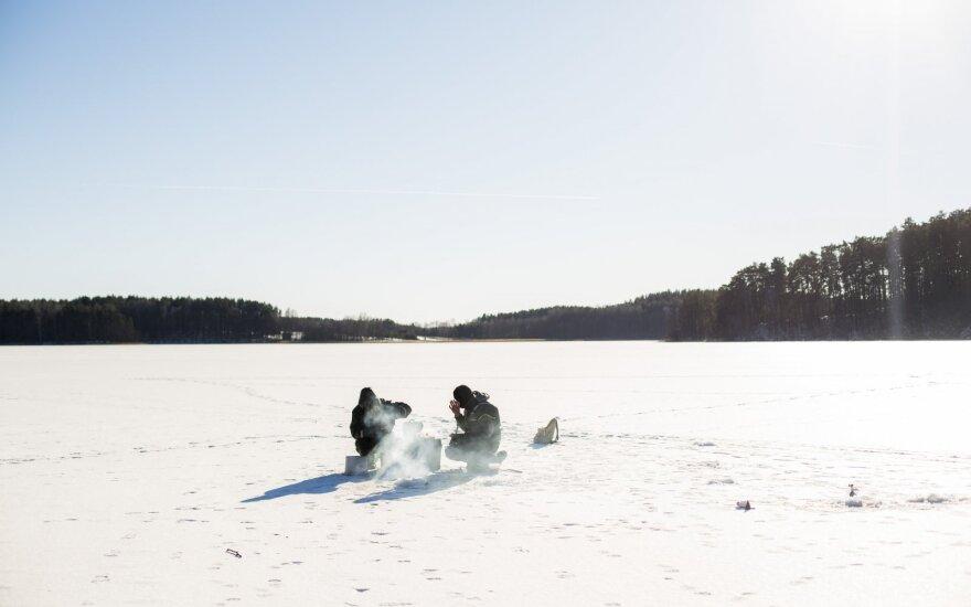 Lipti ant mažesnių ežerų ledo – saugu