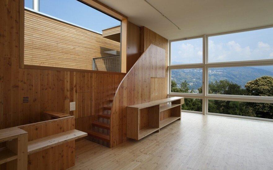 Puikios idėjos mažiems namams: vietą taupantys baldai