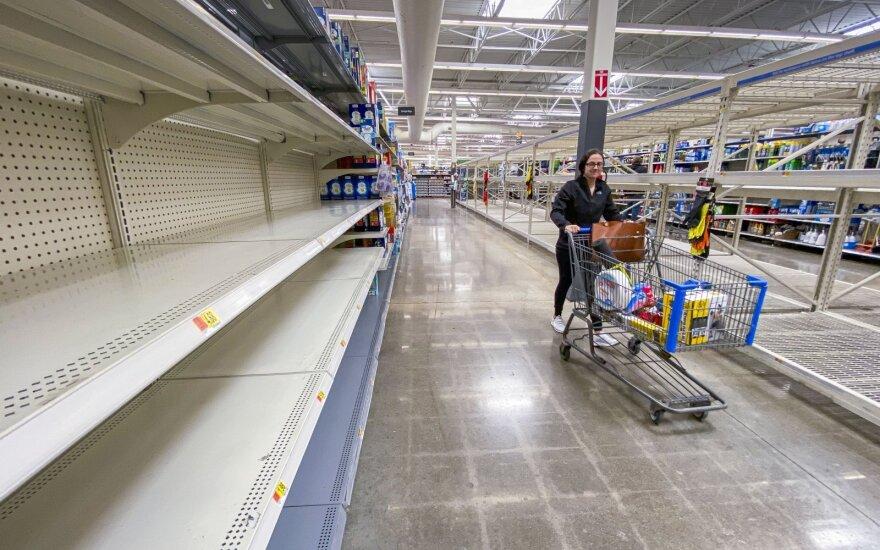 Amerikiečiai šluoja parduotuvių lentynas