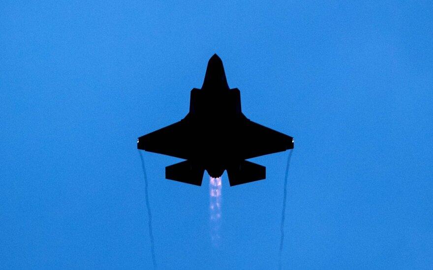 Konfliktas NATO viduje: JAV pratyboms nebepriims turkų naikintuvų pilotų