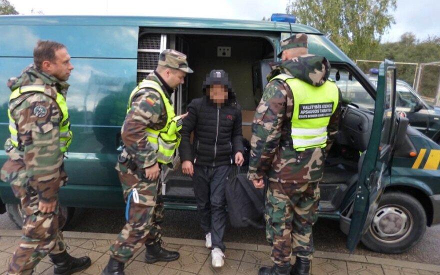 Kalvarijos pasieniečiams įkliuvęs latvis vežė keturis nelegalus iš Vietnamo