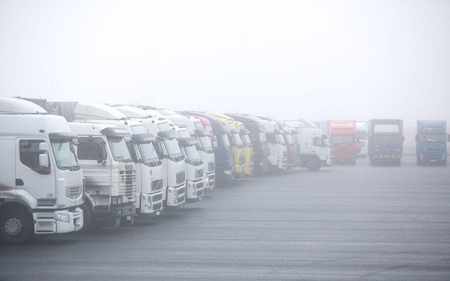 Europarlamentarai apribojo sunkvežimių taršą