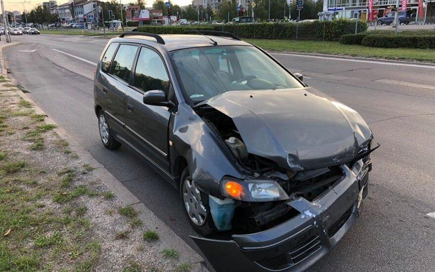 Per automobilių susidūrimą Vilniuje sužalota mergina ir vaikas