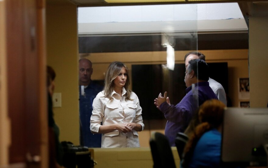 Melania Trump apsilankė vaikų priežiūros centre pasienyje su Meksika