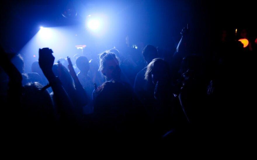 Klube įsisiautėjęs pakistanietis buteliu vožė tautiečiui, kliuvo ir moteriai
