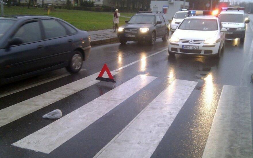 Antrokės kelionę į mokyklą nutraukė avarija