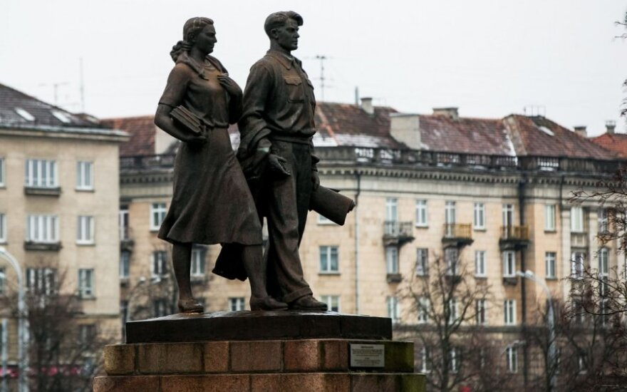 Vilnius referendum proposed to decide on Green Bridge statues