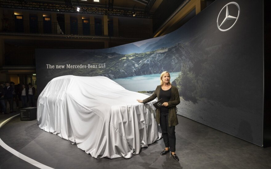 """Paryžiaus automobilių parodoje pristatytas """"Mercedes-Benz GLE"""""""