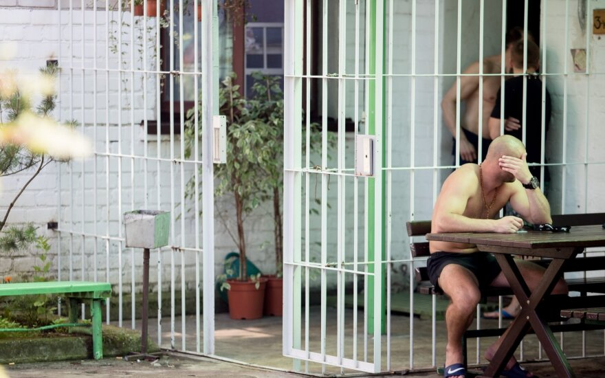 Pravieniškėse – draudžiamos linksmybės, kuriose dalyvauja net 90 proc. kalinių