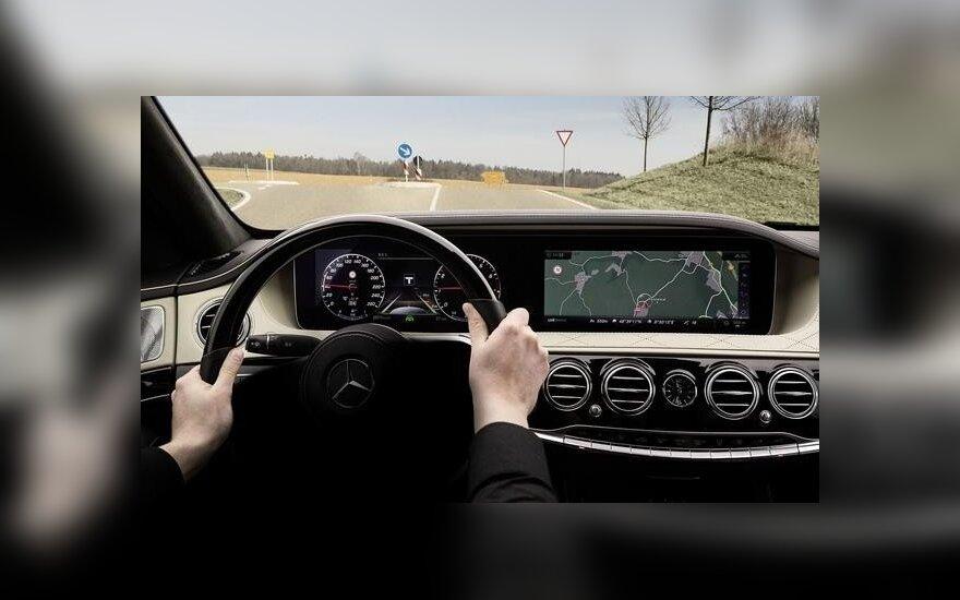 """Atnaujinto S klasės """"Mercedes-Benz"""" autonomiško važiavimo sistema bus dar efektyvesnė"""